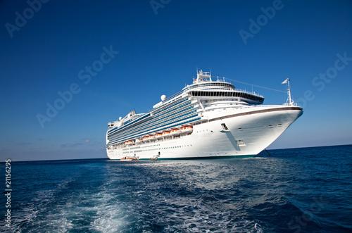 Leinwandbild Motiv Cruise Ship in Caribbean Sea