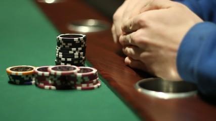 Pokerkarten ansehen und setzen