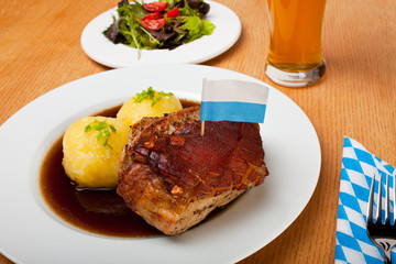 bayrischer Schweinebraten mit Kartoffelknödel