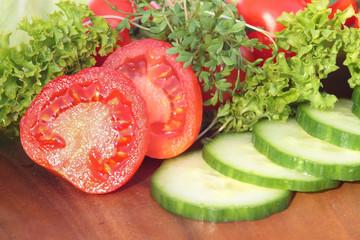 Salat und Tomaten