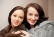 Zwei Junge Frau IN PELZMANTEL
