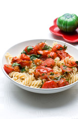 pasta with cherry tomato and basil