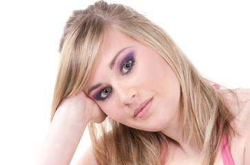 jeune fille blonde maquillée