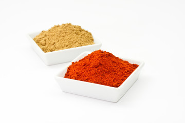 Chilipulver und Korianderpulver, chili powder and coriander powd