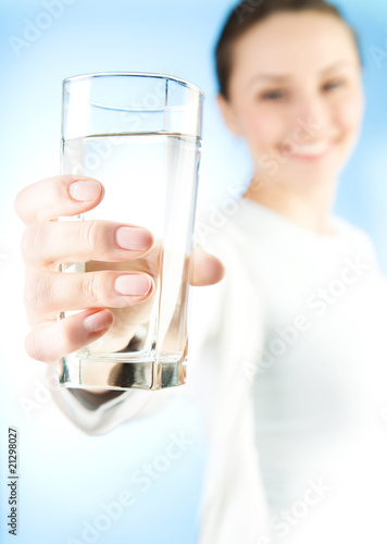 Healthy Young Woman with glass of fresh Water - 21298027