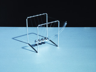 Newton?s cradle swinging