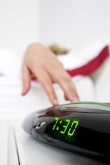 dormire con sveglia