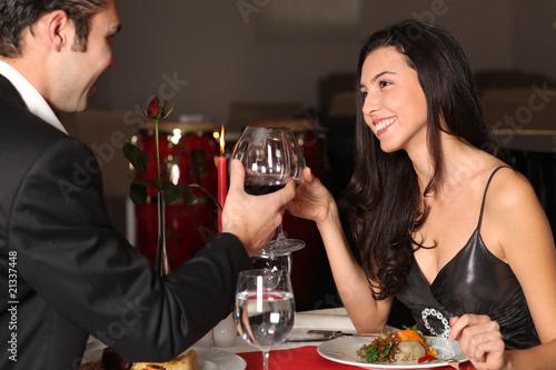 Romantyczna para obiad