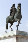 Statue du Roi Louis XIV fier à cheval poster