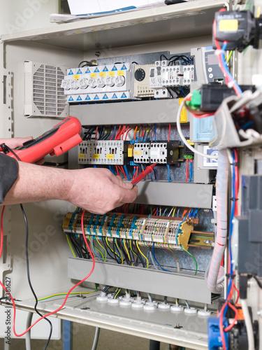 elektriker am schaltschrank stockfotos und lizenzfreie bilder auf bild 21381627. Black Bedroom Furniture Sets. Home Design Ideas