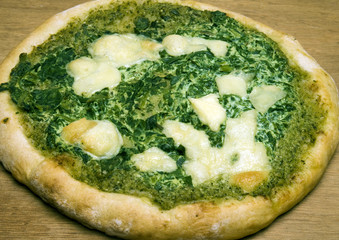 organic pizza spinach basil pesto cheese