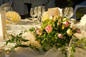 Hochzeit - Rosen als Tischdekoration
