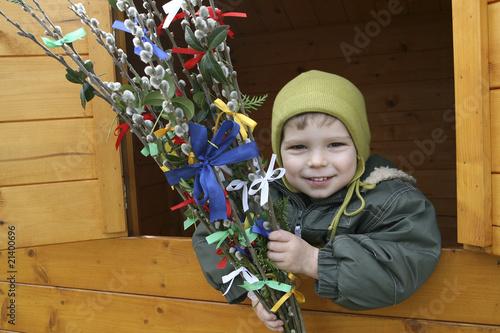 Leinwandbild Motiv Kind mit Palmkätzchen