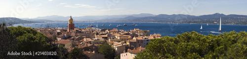 Foto op Plexiglas Zeilen clocher du village de Saint-Tropez en provence dans le sud de la