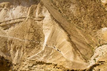 bergsteiger in negev wüste