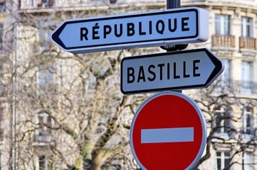 République, Bastille, panneaux indicateurs.