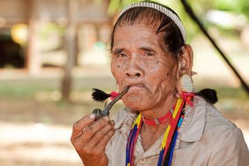 Portrait alter Mann mit Pfeife