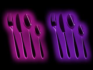 Besteck in Pink und Lila leuchtend