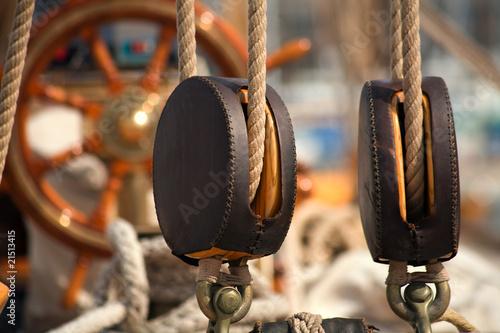 Accastillage d'un vieux voilier - 21513415