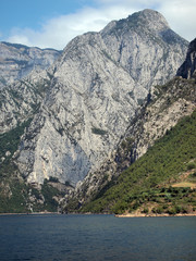 Hochalpine Landschaft am Koman-Stause in Nordalbanien