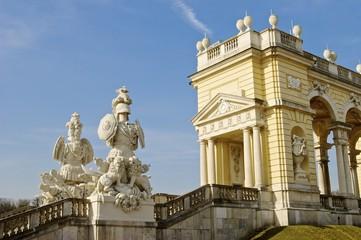 Treppenaufgang Gloriett in Schönbrunn zur Osterzeit