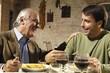 padre e figlio a tavola