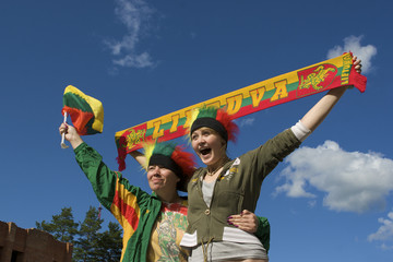 Fans with Lithuanian symbols