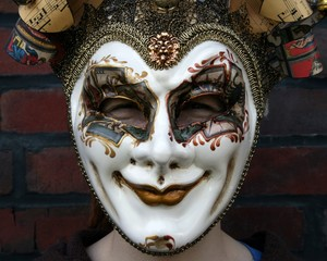 Girl wearing a venetian carnival mask (derisive gaze close-up)