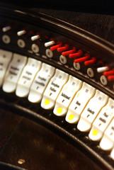 Spieltisch einer romanischen Orgel