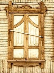 verriegelte Fensterläden
