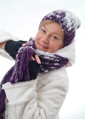 Eine Frau im Schnee. Sample text.