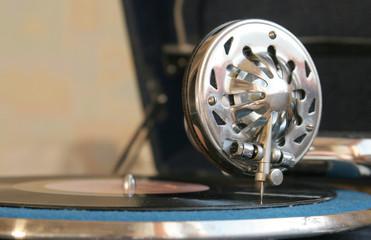 Gramophone head with stylus tip