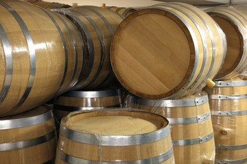 Weinkeller, kleine Barrique - neue unbenutzte Fässer