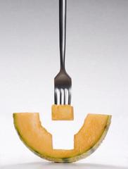 Probando el melón.