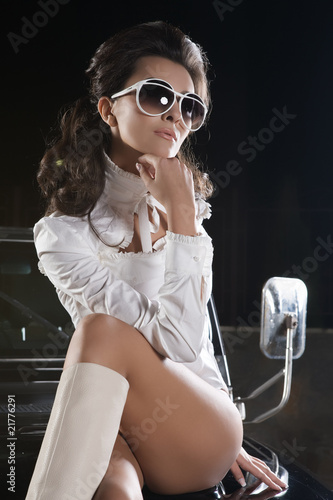 woman with sunglasses in car