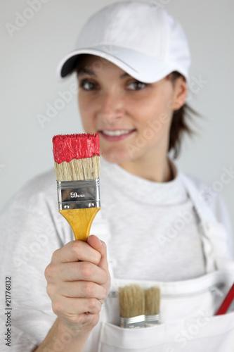 portrait d 39 une femme peintre en b timent photo libre de droits sur la banque d 39 images fotolia. Black Bedroom Furniture Sets. Home Design Ideas