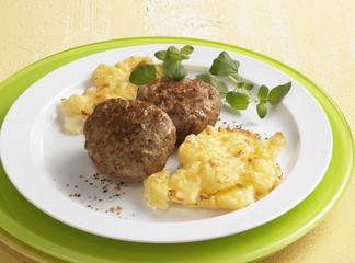 Meat patties with potato gratin