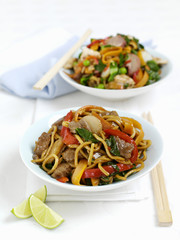 Fried noodles with beef and peppers