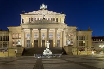 Schauspielhaus Berlin beleuchtet hdr