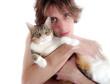 Jeune et chat aux yeux verts