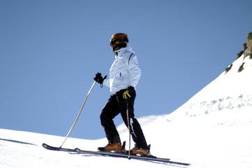 Pili en Sierra Nevada esquiando 004