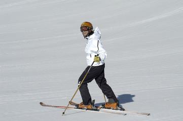Pili en Sierra Nevada esquiando 075