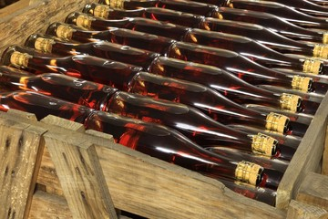 Sektkeller, Sektflaschen, Lagerung in Kisten