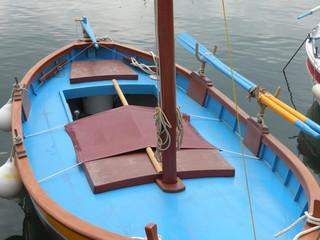 bateau bleu en mer