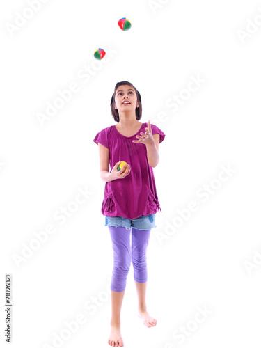 kind jongliert