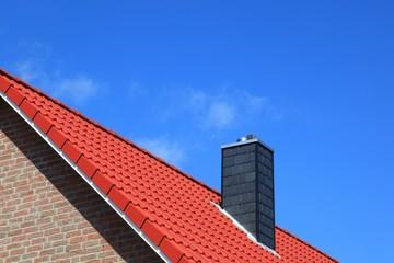 Neubau Schornstein Dachstuhl rote Dachziegel