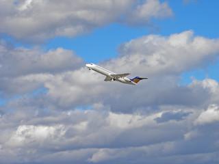 Flugzeugstart bei starkem Wind