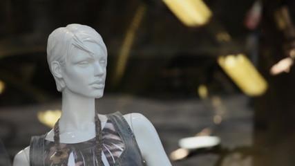 Schaufensterpuppe im Geschäft