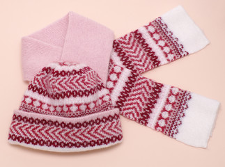 woolens tuque and comforter