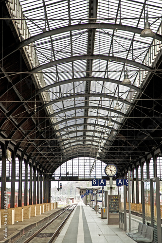 Papiers peints Gares classicistic iron train station from inside